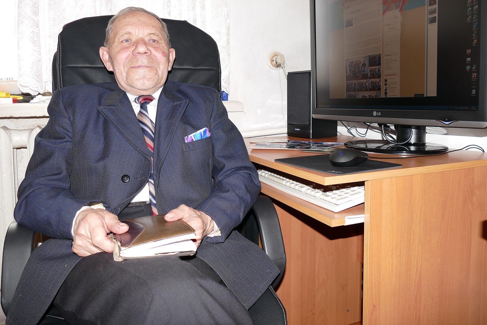 Шумило Иван Иосипович поэт, тенор хора «Ветеран», активный общественный деятель города Изюм