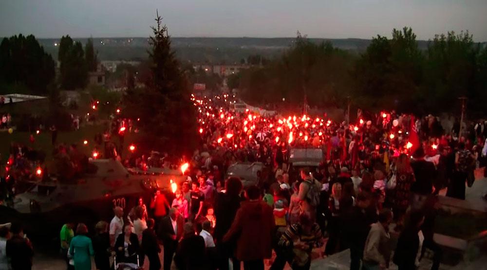 Факельное шествие в Изюме в 2011 году