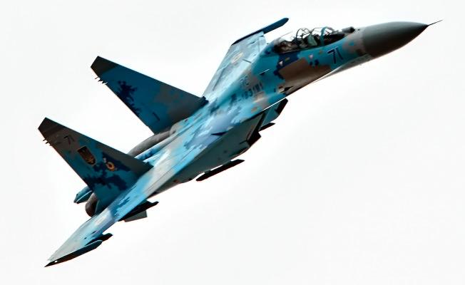 Глава государства передал представителям военных частей Воздушных Сил Украины полях два отремонтированных самолеты Су-27