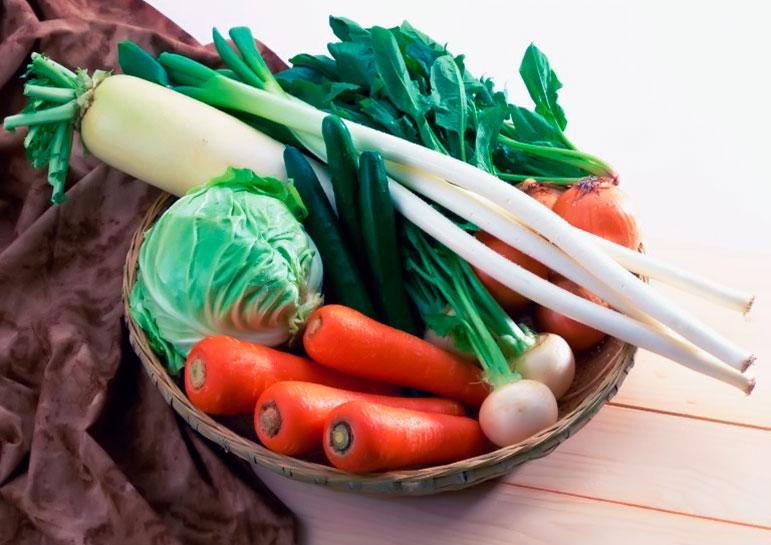 Морковь, капуста, зеленый лук, редька, салаты и другие