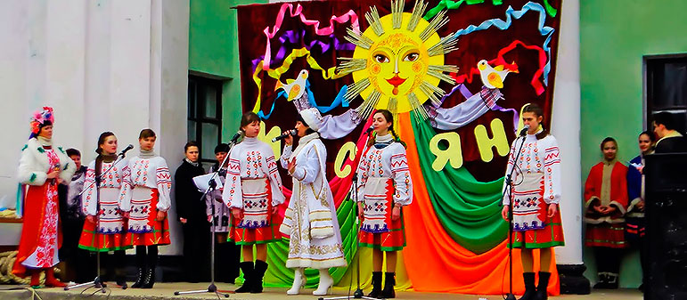 12 марта 2016 в Изюме праздник — Масленица
