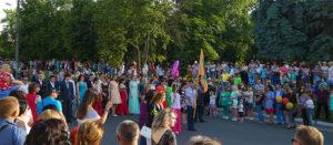 Выпускной в Изюме 2017 - парад
