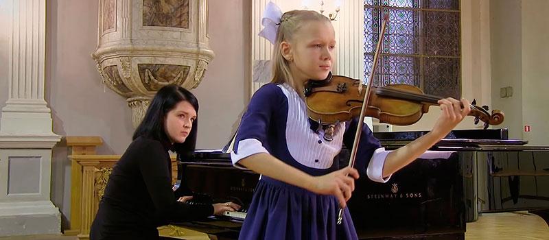 Удивительная игра на скрипке 10-ти летней девочки