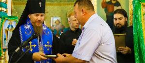 Руководство города получило награды от Изюмской епархии