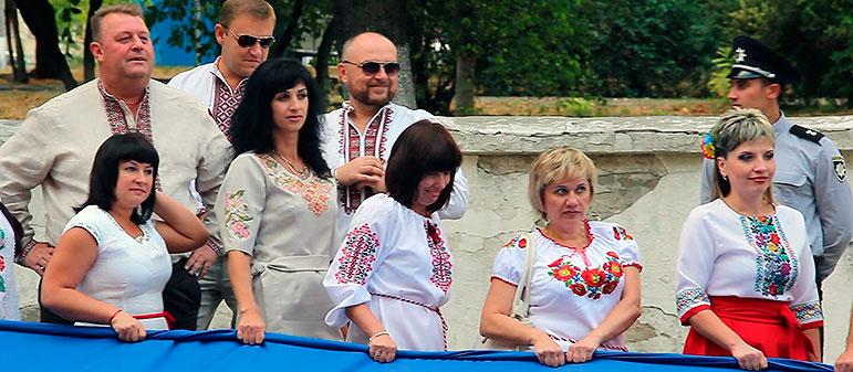 День Независимости в Изюме 2017 — флаг Украины