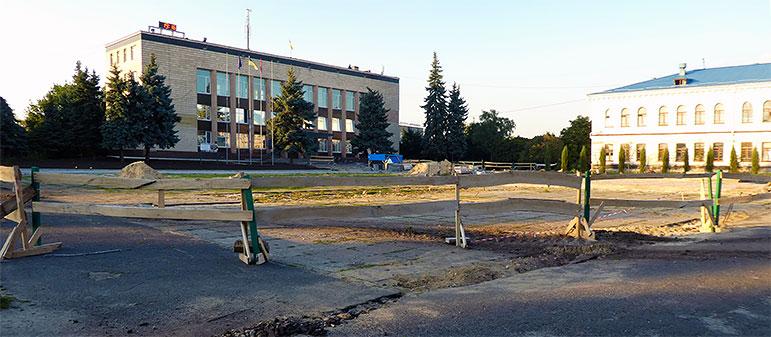 Реконструкция Главной площади Изюма на начало августа 2017