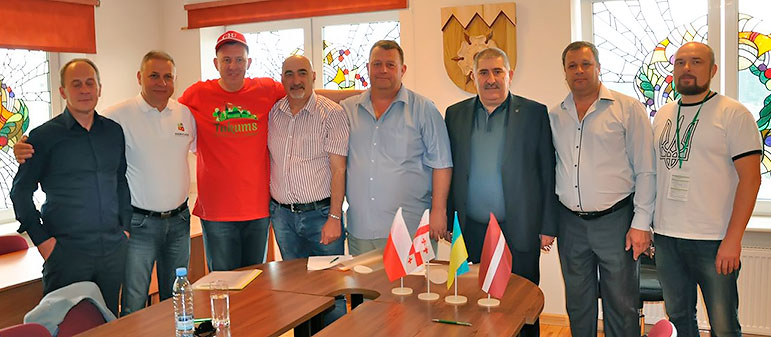 Городская власть Изюма отправилась с официальным визитом в Польшу