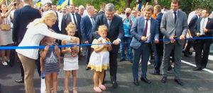 Президент Украины Петр Порошенко открыл в Изюме отремонтированный мост