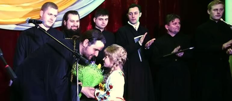 Александр Клименко выступил на концерте в Изюме