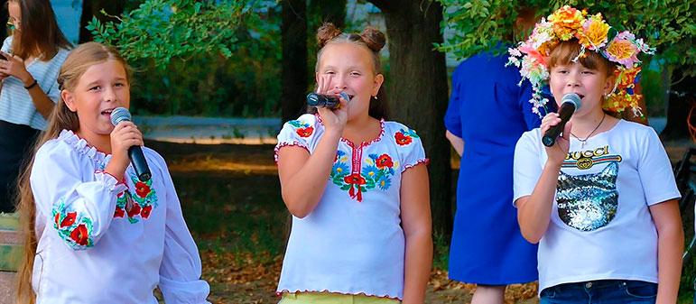 Гашаналиева Катя, Коваль Настя и Сухомлин Лана — «Сад молодий»