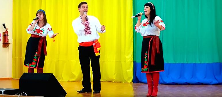 Изюмские артисты поздравили бойцов Вооруженных сил Украины праздничным концертом