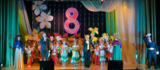 Праздничный концерт в Изюме к Международному женскому дню 8 Марта
