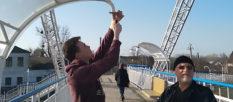 На мосту в Изюме побили не только плафоны, но и украли видеокамеры